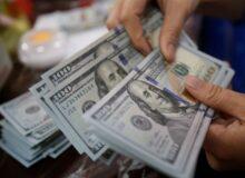 ریزش قیمت ارز ادامهدار شد/ مردم به دلار ۱۵هزارتومانی روحانی اعتماد کردند؟
