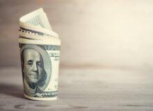 بررسی نوسانات دلار در سالی که گذشت