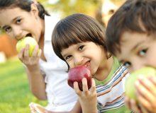فرزندتان میوه مصرف نمیکند؟ این راهحل را بخوانید